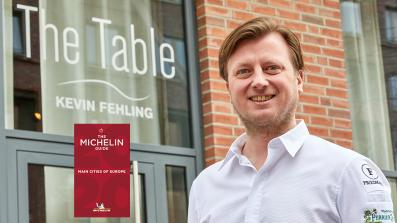Spitzenkoch Kevin Fehling vor seinem 3-Sterne-Restaurant The Table Kevin Fehling in Hamburg; Michelin Guide Main Cities of Europe 2020